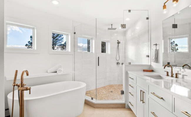 Custom Mountain Home - Primary Suite with Soaking Tub