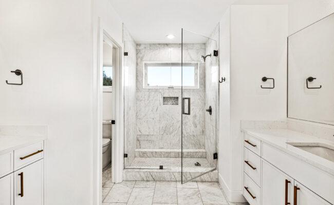 Custom Mountain Home - Secondary Bathroom with Dual Vanities