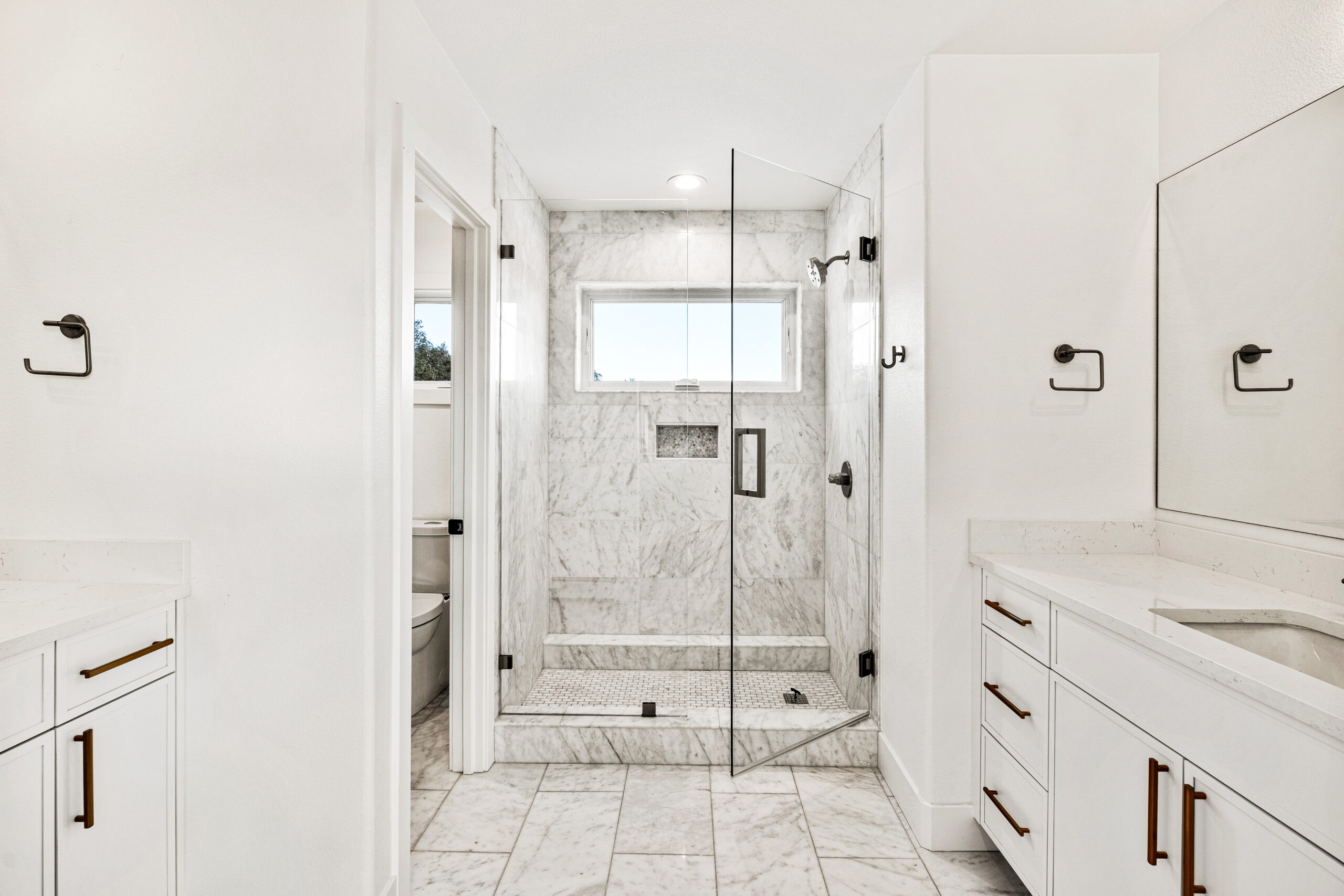 Custom Mountain Home - Secondary Bathroom with Dual Vanities